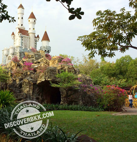 bkk-dreamworld-article-images-fantasyland-side